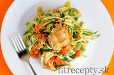 Cuketovo-mrkvové rezance s arašidovou omáckou Tofu, Spaghetti, Vegan, Ethnic Recipes, Fitness, Health Fitness, Spaghetti Noodles, Rogue Fitness, Gymnastics