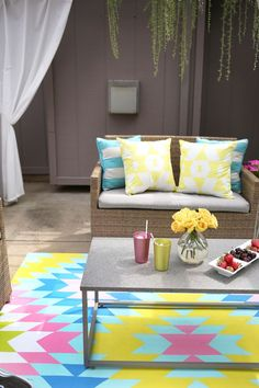 Such a great idea! Outdoor painted rug DIY (click through for tutorial) Painted Rug, Painted Floors, Lowes Outdoor Rugs, Pantone, Modern Sink, Beautiful Mess, Diy Painting, Entryway Decor, Diy Projects