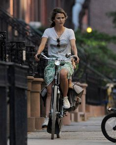 Keri Russell has the best bicycling style out there.