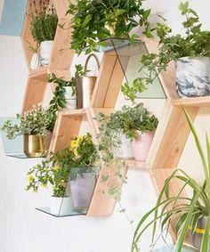 diy anleitung dekoratives pflanzenregal selber bauen via diy pinterest. Black Bedroom Furniture Sets. Home Design Ideas