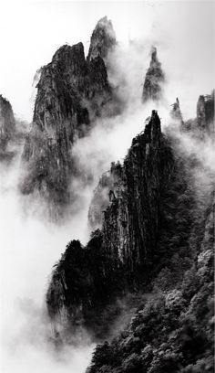 Disciples of Buddha down mountain ridges, West Sea, Zhangjiajie, China You are in the right place about World History books Here we offer you the most beautiful pictures about the ancient World Histor Zhangjiajie, Gray Aesthetic, Black And White Aesthetic, Aesthetic Outfit, Aesthetic Clothes, Aesthetic Quote, Black And White Photo Wall, Black And White Photography, Black Sea