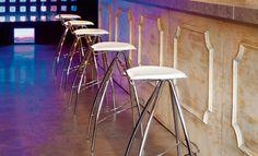 Sgabello bar bobo stool progettato per i bar che vogliono