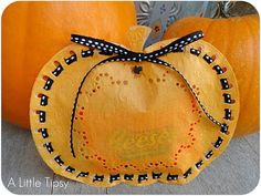 A Little Tipsy: Doily Pumpkin Treat Bag 2 Dollar tree pumpkin doilies with ribbon and a candy. Holidays Halloween, Halloween Treats, Fall Halloween, Halloween Decorations, Halloween Party, Haunted Halloween, Halloween Goodies, Fall Crafts, Holiday Crafts