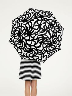 Prints in black and white are a signature look for Marimekko, soon to be at Banana Republic Under My Umbrella, Clear Umbrella, Black Umbrella, Umbrellas Parasols, Fashion Kids, Style Fashion, Print Patterns, Fashion Accessories, Banana Republic
