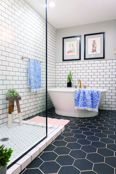 Flaunt your creativity as well as personality with a fashionable yet functional shower room ceramic tile design. Get motivated with this collection of our most preferred shower room vignettes as well as other washroom motivation. Black Tile Bathrooms, White Subway Tile Bathroom, Bathroom Tile Designs, Bathroom Interior Design, Shower Designs, Chic Bathrooms, Bathroom Vanities, Bathroom Showers, Toilet Tiles Design