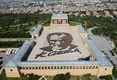 The biggest Atatürk portrait with 6 thousand people in Anıtkabir - Farr Jumont Blond, Ulsan, Guinness, Statue Of Liberty, Mansions, Portrait, House Styles, City, Awesome