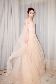 Xiao Li, Dress Outfits, Prom Dresses, Sam Sam, Cocktail Outfit, Good Looking Women, Red Carpet Dresses, Fashion Pictures, Bella