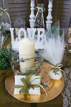 Σύνθεση με μπομπονιέρα, ελιά, κεριά, κουφέτα. Ανακαλύψτε στον σύνδεσμο περισσότερες ιδέες για έναν όμορφο γάμο ελιά. #μπομπονιερεςελια #γαμοςελια #weddingfavors #μπομπονιερες #μπομπονιερεςγαμου #χειροποιητεςμπομπονιερες #elegantweddingdecor #elegantweddingdecoration #weddinginspiration #γαμος #διακοσμησηγαμου #γαμος2020 #wedding2020 #barkasgr #barkas #afoibarka #μπαρκας #αφοιμπαρκα #imaginecreategr Table Decorations, Create, Home Decor, Decoration Home, Room Decor, Home Interior Design, Dinner Table Decorations, Home Decoration, Interior Design
