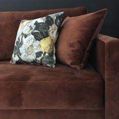 Kelo-sohva • @minnahaapakoski • Verhoiluna Adore-kangas, sävy 126 Copper. • www.minnahaapakoski.com • www.finsoffat.fi/tuote/kelo-3-istuttava-vuodesohva Copper, Inspirational, Throw Pillows, Bed, Instagram, Home, Toss Pillows, Stream Bed, Decorative Pillows