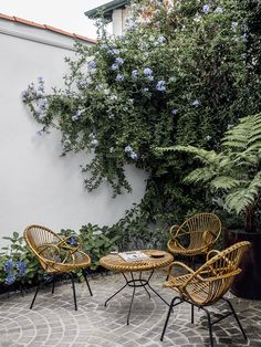 The house of Gilles & Boissier in Biarritz In the courtyard, the furniture in vintage rattan creates a small outdoor lounge.