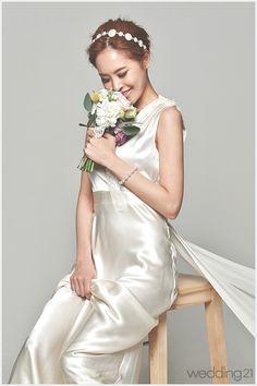 [웨딩드레스] 우아한 기품이 느껴지는 웨딩드레스, 리앤부띠끄 < 웨딩뉴스 < 월간웨딩21 웨프