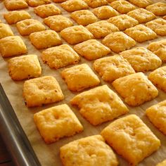 Melt-in-your-mouth Homemade Cheese Crackers. Would be yummy to toss into soup or something! Homemade Cheez-Its! Homemade Cheez Its, Homemade Cheese, Homemade Crackers, Homemade Food, Appetizer Recipes, Snack Recipes, Cooking Recipes, Do It Yourself Food, Baked Cheese
