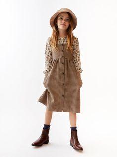 Zara Buttoned Plaid Pinafore Dress on Mercari Dresses Kids Girl, Little Girl Outfits, Kids Outfits Girls, Little Girl Fashion, Toddler Outfits, Cute Outfits, Kid Outfits, Vintage Kids Fashion, Vintage Kids Clothes
