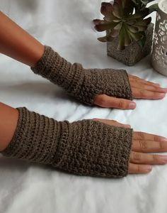 Brown Texting fingerless gloves Merino wool Brown by Cottonbeanies,