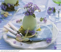 Easter Table - Egg planter place setting idea