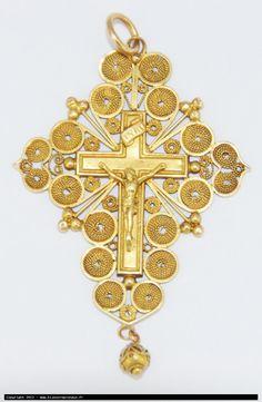 """Pardon"" cross in gold filigree - from the Pas de Calais region"