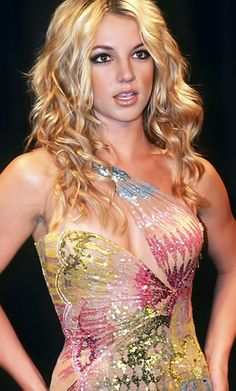 Britney Spears in Versace. Cannot get over this dress. I won't rest until it is hanging in my closet.