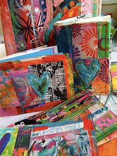 Use muslin to pick up paint and inks instead of paper towels or paper. the use as covers 4 art journals Handmade Journals, Handmade Books, Fabric Journals, Art Journals, Gratitude Journals, Journal Covers, Art Journal Pages, Textiles, Fabric Book Covers