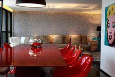 Como decorar sua sala com o tijolo aparente. Perfeito para espaços grandes com um estilo New York e old style.
