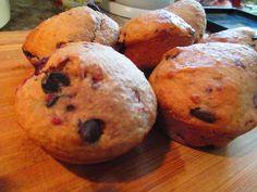 muffins bananes,framboises et chocolat blanc Muffins, Breakfast, Food, Raspberries, White Chocolate, Morning Coffee, Muffin, Meals, Morning Breakfast