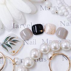 Discover the 10 most popular nail polish colors of all time! - My Nails Feet Nail Design, Toe Nail Designs, Water Nail Art, Fingernails Painted, Nail Polish Style, Studded Nails, Manicure Y Pedicure, Feet Nails, Japanese Nails
