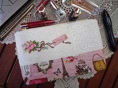 Косметичка с вышивкой по схеме  Les Brodeuses Parisiennes . Больше фотографий и подробный рассказ в блоге .