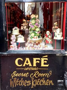 "Brighton: Café und Schokoladen-Laden ""Choccywoccydoodah"" in Brighton, England Brighton Lanes, Brighton England, Brighton And Hove, Choccywoccydoodah, Kitchen Witch, Cake Shop, Cupcake Cakes, Cupcakes, London Travel"