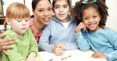 Atividades sobre os dias da semana para crianças da pré-escola. As crianças em fase pré-escolar podem aprender os dias da semana, participando em atividades criativas que reforçam os conceitos de dias e desenvolvem as habilidades motoras ao mesmo tempo. Aprender os dias da semana ajuda as crianças a se familiarizarem com horários e rotinas, não só na escola, mas em casa também.