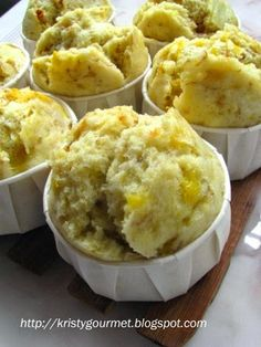 I still have plenty of plantain bananas or pisang tanduk to work out with and have decided to use some of it on this steamed muffins. Steam Cake Recipe, Cake Receipe, Muffin Recipes, Cupcake Recipes, Dessert Recipes, Yummy Recipes, Steamed Cake, Steamed Food, Banana And Rice