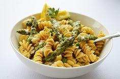 Lemon Cream Pasta with Asparagus & Peas {Vegan} - TheVegLife