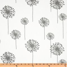Premier Prints Dandelion Twill White/Storm Wunderschöner fester Köper aus dem Hause Premier Prints. Graue Pusteblume auf weißen Untergrund. Dieser Stoff ist hervorragend geeignet für...