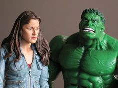 The cast of twilight discusses Downton Abbey with special guest The Incredible Hulk!  Awesome!