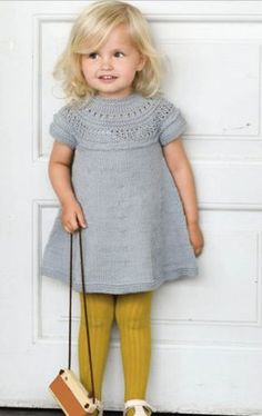 25 Ideas Crochet Kids Dress Tutorials For 2019 Knitting For Kids, Crochet For Kids, Baby Knitting, Crochet Baby, Knit Baby Dress, Baby Cardigan, Girls Sweaters, Baby Sweaters, Loom Knitting Patterns