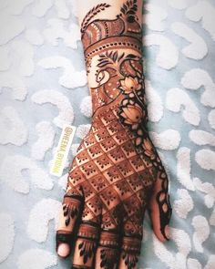 Get Amazing Collection of Full Hand Mehndi Design Ideas here. Traditional Mehndi Designs, Back Hand Mehndi Designs, Latest Bridal Mehndi Designs, Full Hand Mehndi Designs, Henna Art Designs, Floral Henna Designs, Mehndi Designs For Beginners, Mehndi Design Photos, Wedding Mehndi Designs