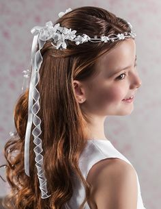 Communion hairstyles that make for beautiful memories Flower Girl Hairstyles Beautiful Communion hairstyles memories Kids Braided Hairstyles, Flower Girl Hairstyles, Crown Hairstyles, Short Hairstyles For Women, Wedding Hairstyles, Model Hairstyles, Easy Hairstyle, Hairstyles 2018, Mid Length Hair
