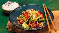 Asijská rychlovka ze snadno dostupných surovin. Šéfkuchař Roman Paulus vás provede postupem na oblíbené stir-fry kuřecí maso se zeleninou a rýží ve wok pánvi. Pak Choi, Fusilli, Lidl, Kung Pao Chicken, Meat, Ethnic Recipes, Roman, Food, Youtube