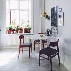 Simples assim e lindo demais. Luz, plantas, quadros, pendente numa boa altura e cuidado com detalhes #inspiração