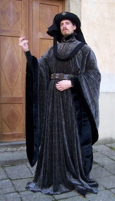 Henry IV.     Dress inspired by pictures of English king Henry IV (1367-1413) is composed of very long houpelande fur underlined with tall collar, pourpoint, woolen hose, shirt and underwear. As the headdress is used black woolen chaperone. First half of 15th century.