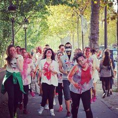 Ils sont la! #booStbastille lâcher de zombies sur Paris #zombierun #halloween