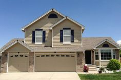 Homburg gray and red shutters moms house pinterest gr och f nsterluckor for Keystone grey sherwin williams exterior