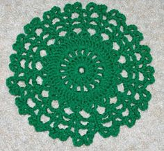 So people check out these 45 DIY quick and easy crochet doily patterns that you can make within one hour or two being crochet addict with speedy handling of th Thread Crochet, Crochet Crafts, Easy Crochet, Crochet Projects, Crochet Rugs, Yarn Crafts, Free Crochet Doily Patterns, Crochet Circles, Free Pattern