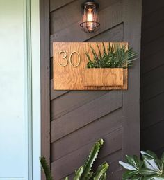 Our friend @sunwoven made our modern house number planter for her home. It's so perfect!