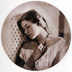 Julia Margaret Cameron - Ellen Terry, 1864