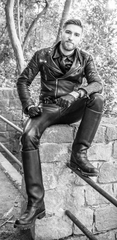 Mens Leather Pants, Motorcycle Leather, Biker Leather, Leather Gloves, Motorcycle Jacket, Black Leather, Cop Uniform, Cowboys Men, Country Men