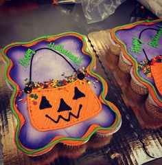 Five Gorgeous Fall Wedding Decorating Ideas – Bridezilla Flowers Holiday Cupcakes, Fun Cupcakes, Cupcake Cakes, Halloween Sweets, Halloween Cupcakes, Haloween Cakes, Halloween 1, Pull Apart Cupcake Cake, Pull Apart Cake