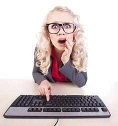 INTRODUZIONE ALL'USO DEL PC E INTERNET  Vuoi finalmente capire il mondo dei computer? Impara a gestire un sistema multimediale, a proteggere i tuoi dati personali, a navigare in rete e comunicare tramite email...internet diventerà uno strumento utile e piacevole!