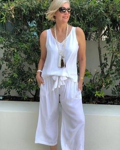Best Outfits For Women Over 50 - Fashion Trends Over 50 Womens Fashion, Fashion Over 50, Fashion Tips For Women, Look Fashion, Casual Summer Outfits, Chic Outfits, Trendy Outfits, Fashion Outfits, Fashion Trends