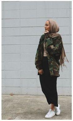Muslim Fashion 683562049670174178 - Hijab Fashion 2017 : Comment avoir un Hijab street style tendance Hijab Street look 2017 – look 12 Source by lifetasty Hijab Fashion 2017, Street Hijab Fashion, Fashion Mode, Fashion Outfits, Modern Hijab Fashion, Casual Hijab Outfit, Hijab Chic, Hijab Dress, Modest Wear