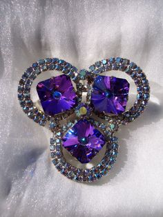 VINTAGE STUNNING JULIANA D&E AKA PRONG SET RHINESTONES NAVETTE WRAPPED BOW BROOCH MEASURES 2 3/4 x 1 1/2 EARRINGS MEASURE 1 1/2 x 1 ALL PIECES ARE