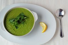 Creamy Broccoli and Kale Soup Recipe. Vegetarian, vegan, and gluten-free. The perfect healthy lunch or dinner! Paleo Soup, Vegan Soups, Vegan Recipes, Broccoli Soup Recipes, Broccoli Cheddar, Soup And Salad, Soups And Stews, Veggies, Healthy Eating